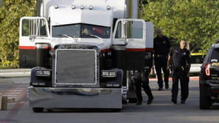 10 Found Dead in Tractor-Trailer in Texas as part of Human Smuggling Operation