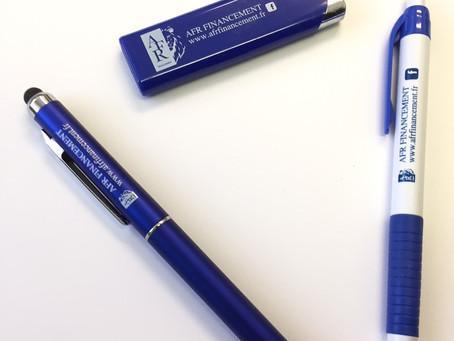 Briquet et stylos personnalisés
