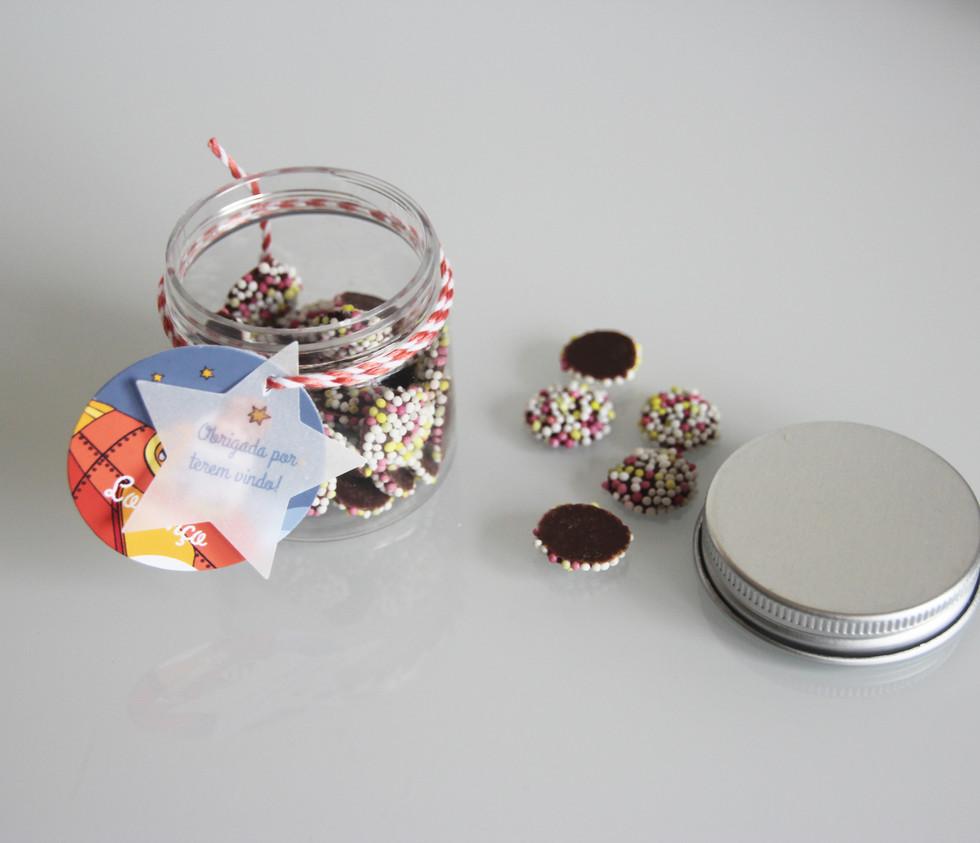 Frasquinhos com chocolates