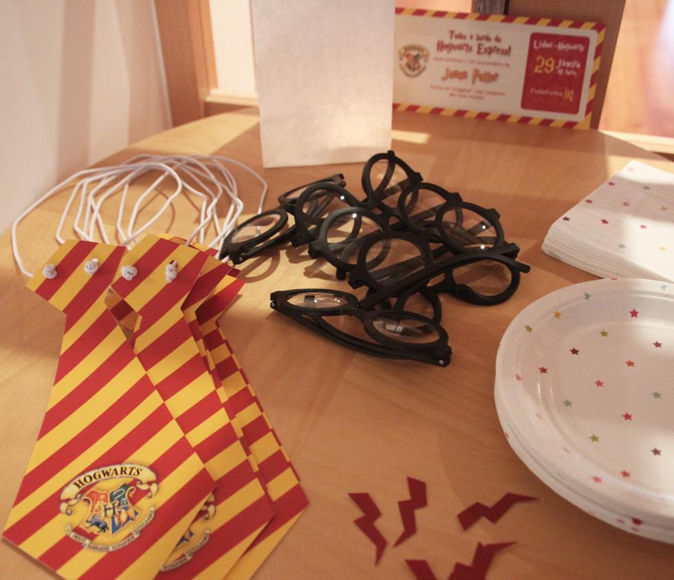 Gravatas, óculos e cicatriz Harry Potter