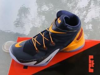 Nuevo par de zapatillas para personas con discapacidad - NIKE