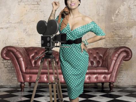 Salve o retro! Na Salve TV, ensaios e entrevistas com belas modelos do fitness.