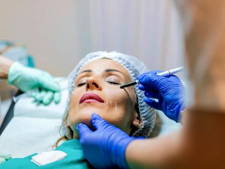 Dá para eliminar a bolsa abaixo dos olhos com cirurgia plástica?