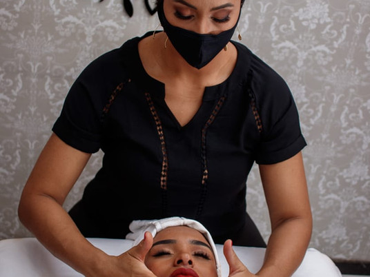 Miracle Face - Conheça a massagem que drena e modela o rosto simultaneamente.