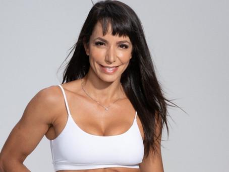 De férias em Cancún, Carol Borba comemora indicação a prêmio de Melhor Influencer Fitness.