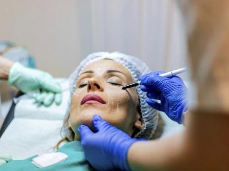 Quarentena é aproveitada para realizar cirurgia plástica.