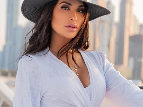 Jessica Santtos, a modelo brasileira que faz sucesso em Dubai.