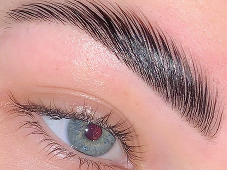 Vamos de super tendência para sobrancelhas by Camila Zanetti