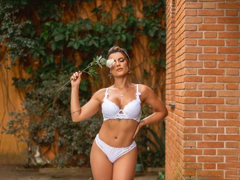 A modelo, apresentadora e repórter, Babi Rossi, dá dicas de moda para o dia dos namorados.