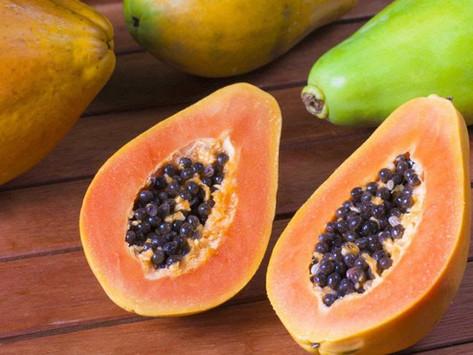 Mamão, delicioso e carregado de nutrientes.