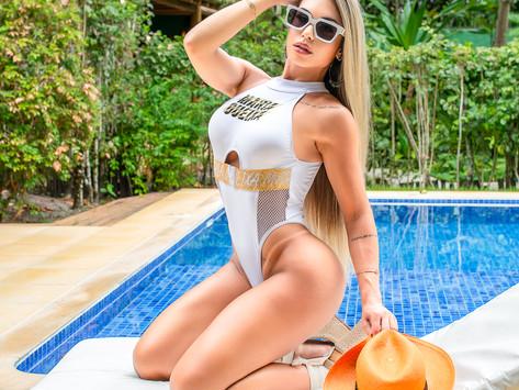 Fernanda Pedrosa viaja para Trancoso/BA para fotografar campanha de verão da Maria Gueixa.