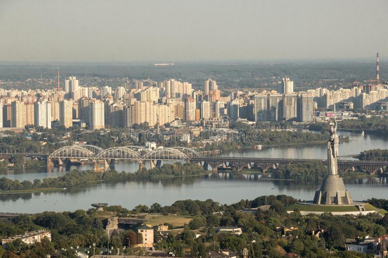 панорамный-взг-я-памятника-побе-ы-реки-к
