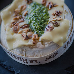Baked camembert dish with pesto and walnuts