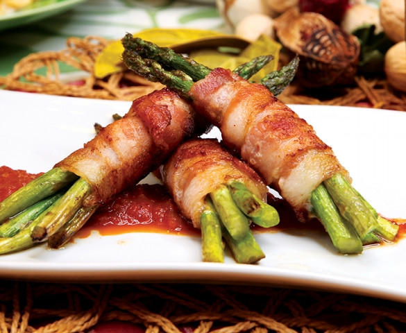 Asparagus with tomato & bacon