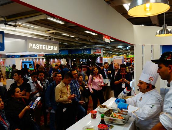 Demostraciones culinarias con chefs expertos.