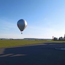 2021 04 24 passage de montgolfière sur le terrain