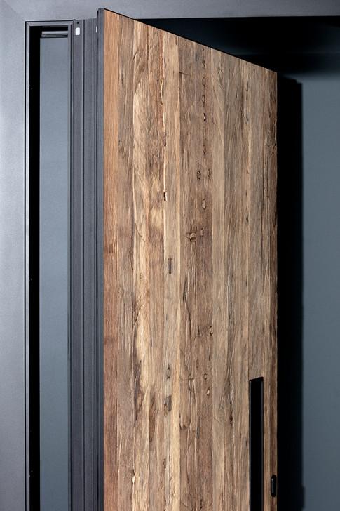 Jenkner-Pivot-Altholztuer-Detail-Drehung.jpg
