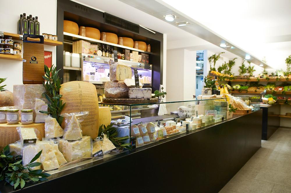 Reparto formaggi (oltre 250 varietà)