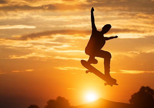 skateboarder-jumping-at-sunset-PHVTKE6.j