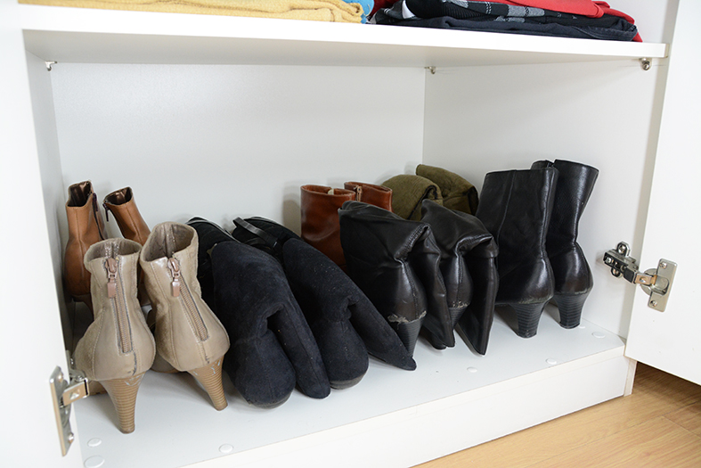 Quarto casal - sapatos organizados