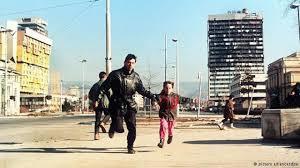 Sarajevo Parte 7: Un árbol francotiradores explosiones bancos sin dinero