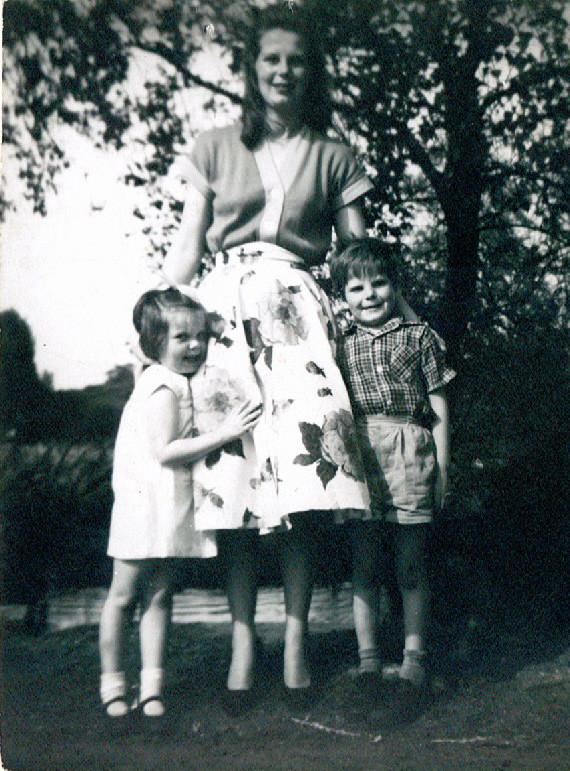 Con mamá y Gwen cuando yo tenía cinco años.