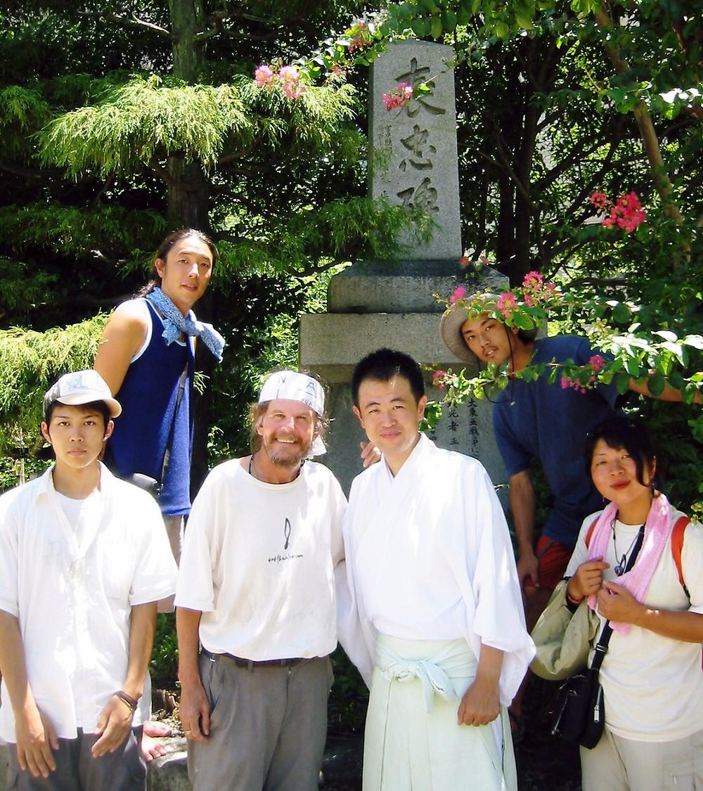 Reunidos en el cenotafio que conmemora a las víctimas de la bomba atómica