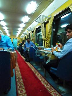 ヤズド 鉄道 食堂車