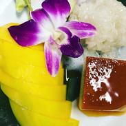 Mango con arroz glutinoso y Flan de Coco
