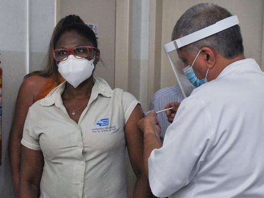 Muriaé inicia vacinação contra covid-19; conheça público-alvo da primeira etapa