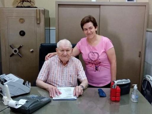 Sem herdeiros, idoso deixa empresa para secretária que trabalha há 40 anos ao seu lado