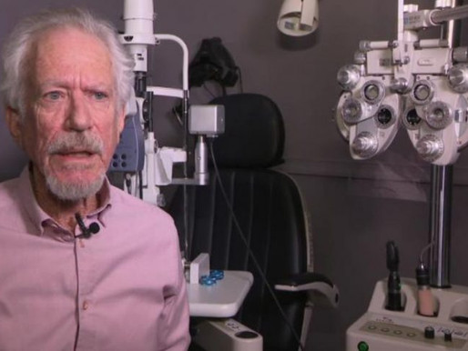 Após dificuldades, homem cria dispositivo que coloca e retira lentes