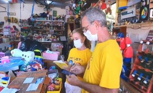 Oficina em Cedral (SP) restaura brinquedos para doar para crianças carentes no Natal