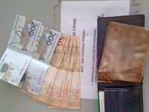 Honestidade: caminhoneiro acha carteira com salário de trabalhador e…