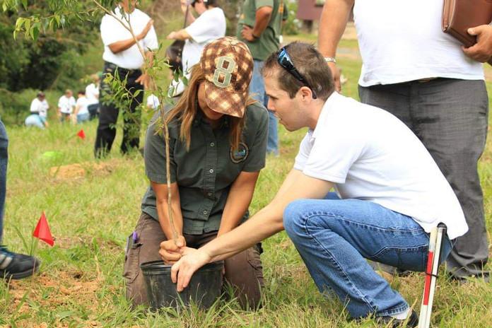 Siembra de Arboles Nativos en el Jardin Botanico de Rio Piedras con la organizacion MAVI