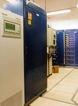 Szünetmentes 220380 V-os áramellátó