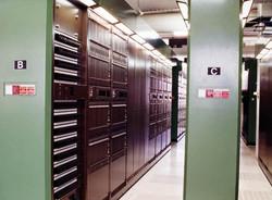 Digitális és távbeszélőközpont géptermi
