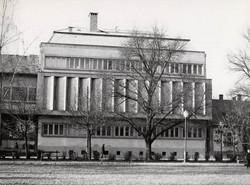 Vác új postaműszaki épülete