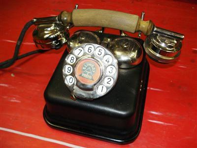 CB 24-es telefon Leltári szám T16 D.608.