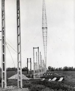 Telepítés alatt a 314 m-es toronyhoz men