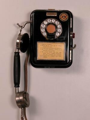 Pénzbedobós nyilvános telefon (20 fillér