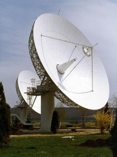 Intelsat műholdvevő antennák