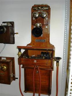 Teirich-Leopolder-féle fali telefon Lelt