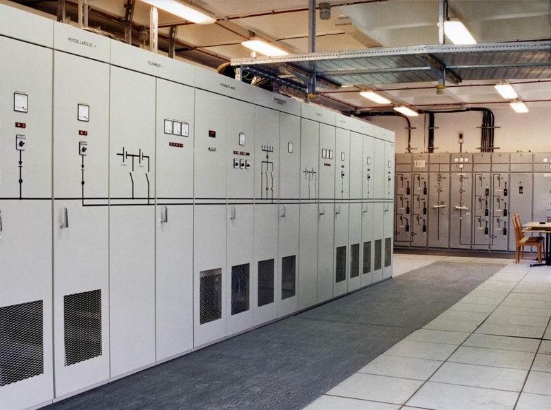 Digitális és távbeszélőközpont áramellát
