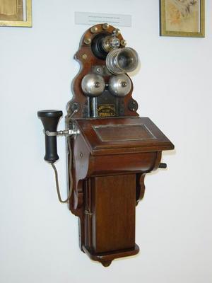 LB fali, fadobozos telefon