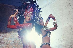 Spectacle carnaval à Paris fait par des danseuses brésiliennes pour une animation