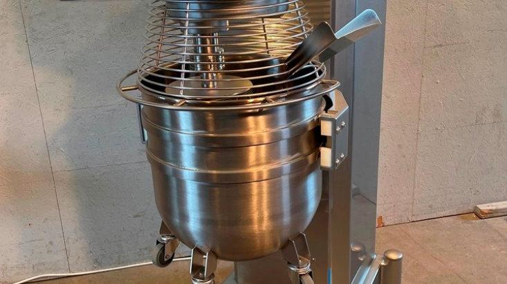 V MIX 100 planetary stirring machine