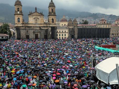 PAGAR LOS SALARIOS DE LOS TRABAJADORES QUE NO ASISTEN POR LAS PROTESTAS: ¿ES UNA OBLIGACIÓN?