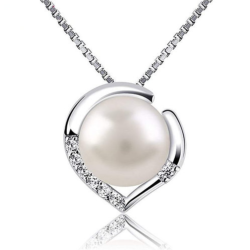 Graceful Pearl Necklace