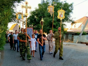 Общесельский крестный ход прошел в Красном Яре в день празднования Казанской иконы Богородицы